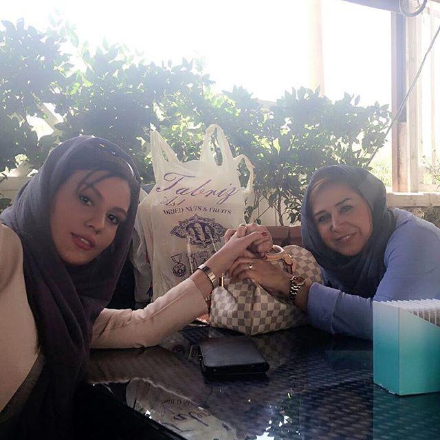 رز رضوی همراه خاله اش