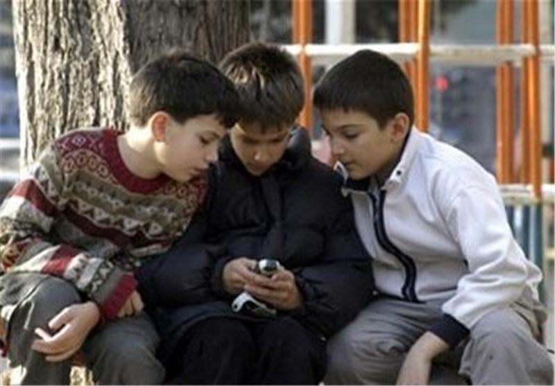 خوب یا بد تلفنهای همراه دانش آموزی!موافقان و مخالفان؟