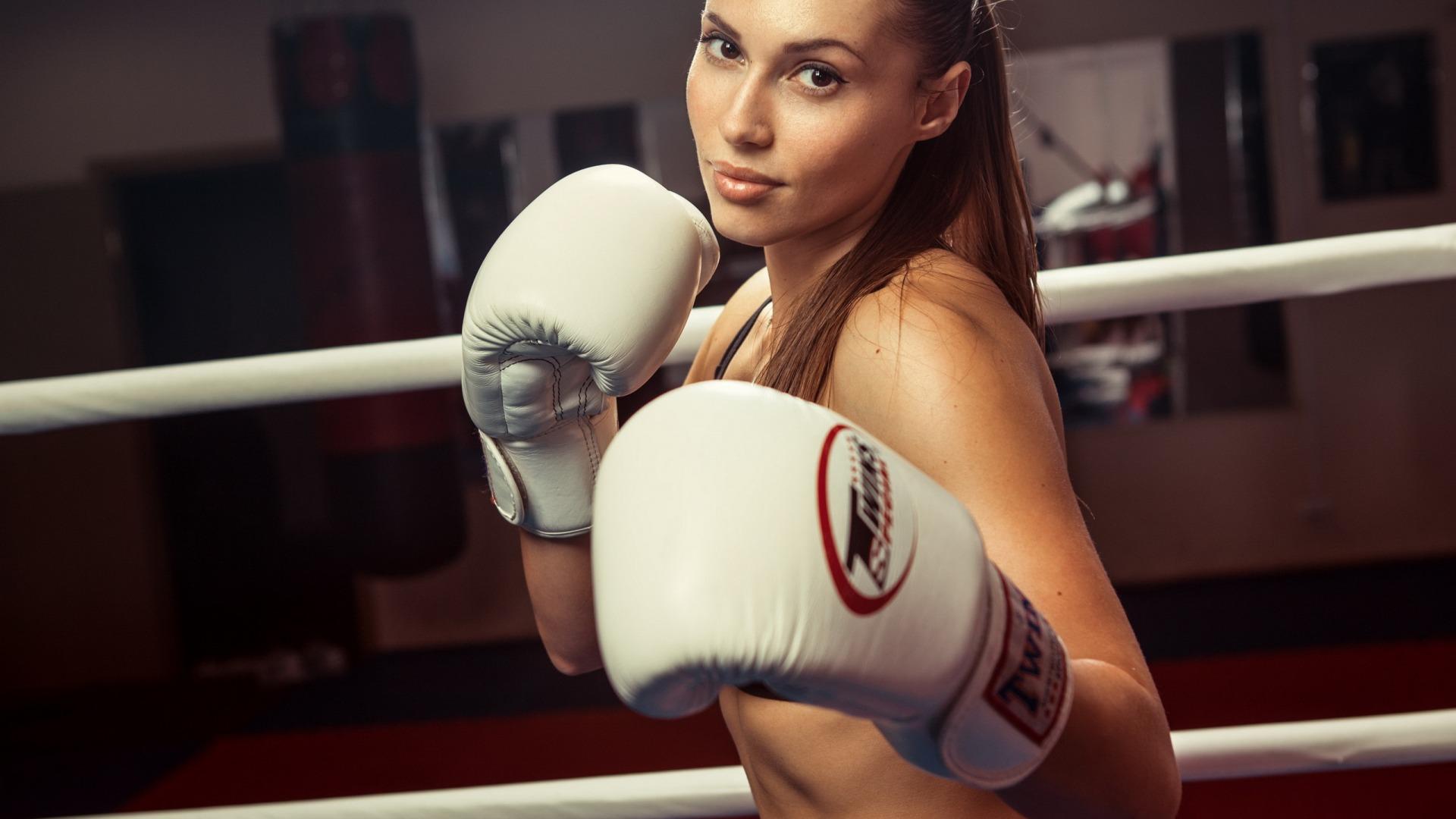 دختر ورزشکار بوکسر