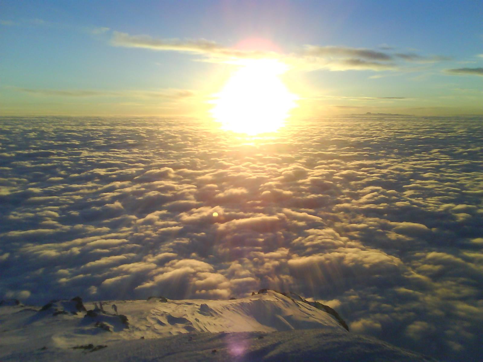 عکس1:«خورشید برفراز ابرها»