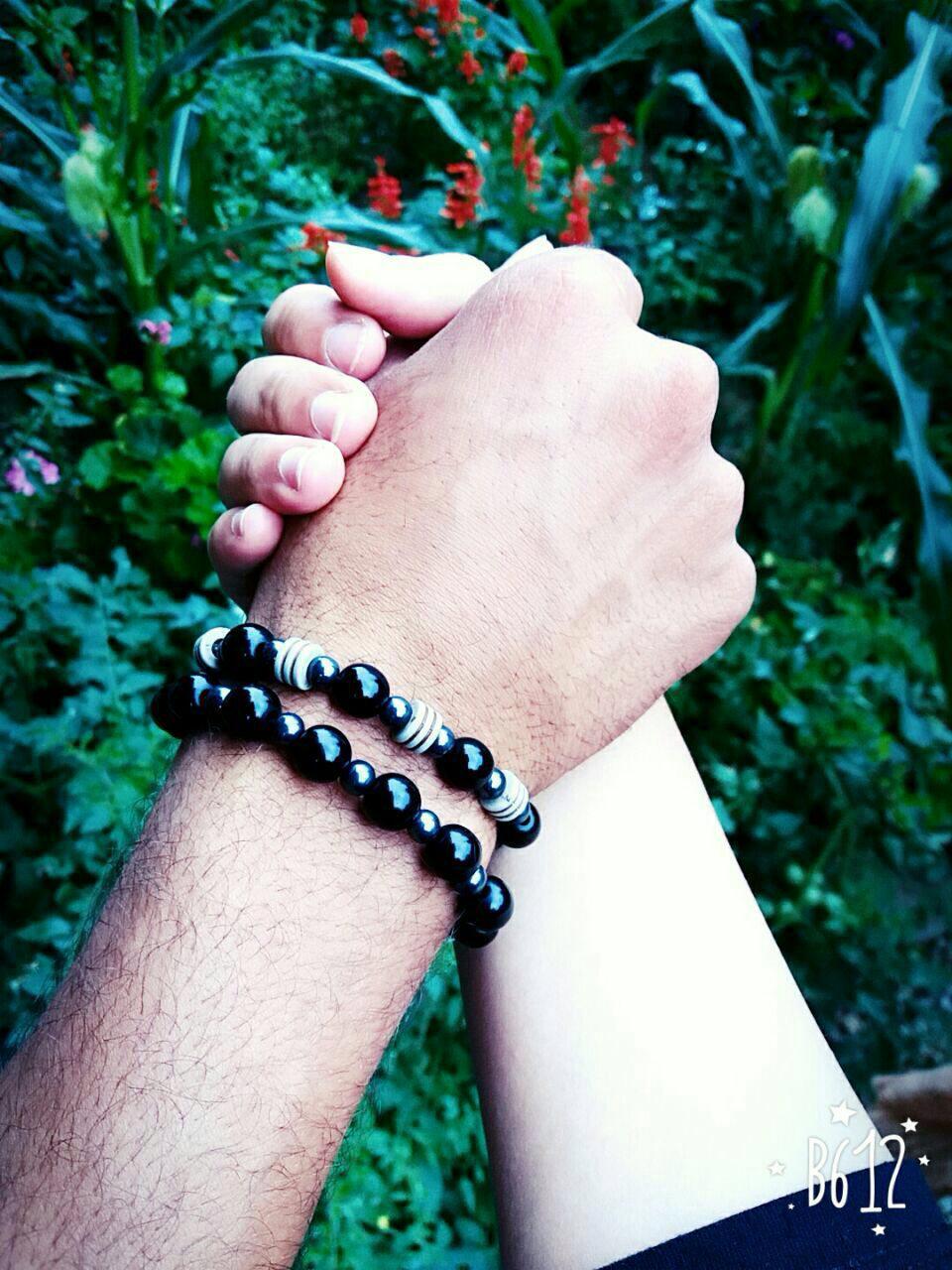دست تو دست عشقم