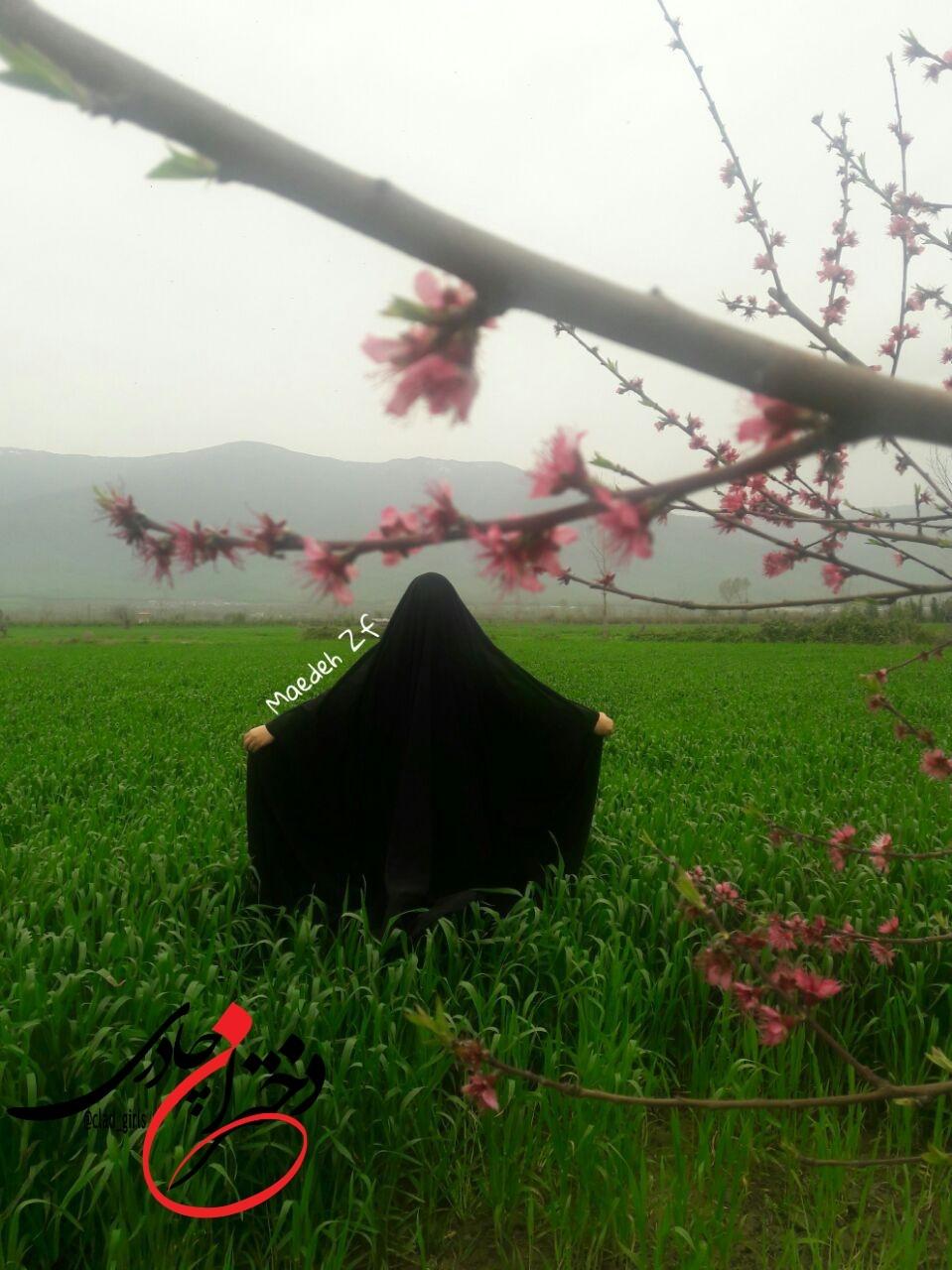 دختر چادری در پارک