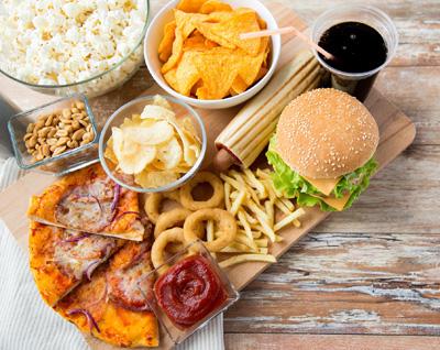 6 غذایی که مغز را ضعیف می کند