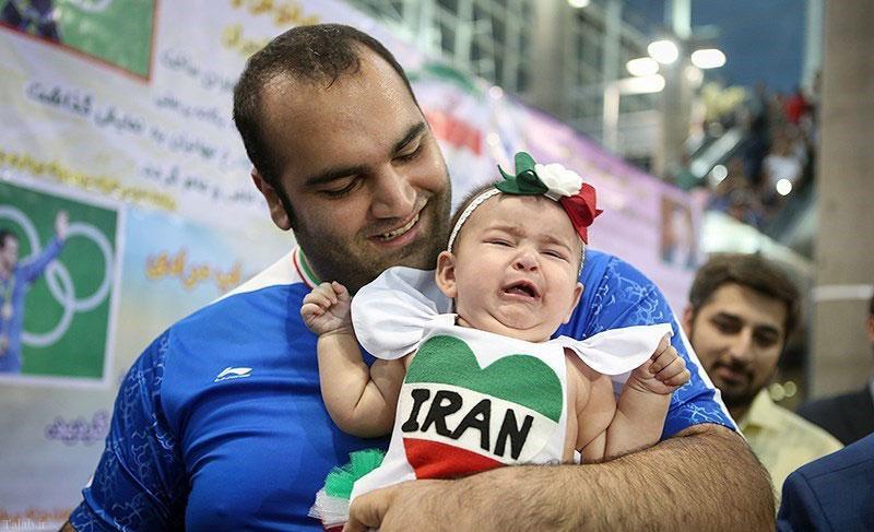 عکسی از دختر بهداد سلیمی در بازگشت پدر از المپیک ریو 2016