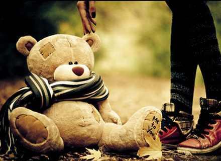 عکس تنهایی با خرس عروسکی برای پروفایل خیلی زیبا