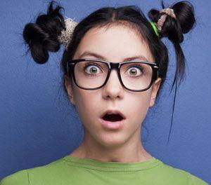 دختری عجیب که از روی دماغش دندان رشد کرده