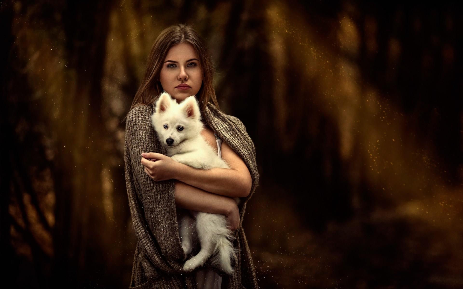 والپیپر دختر زیبا با توله سگ سفید