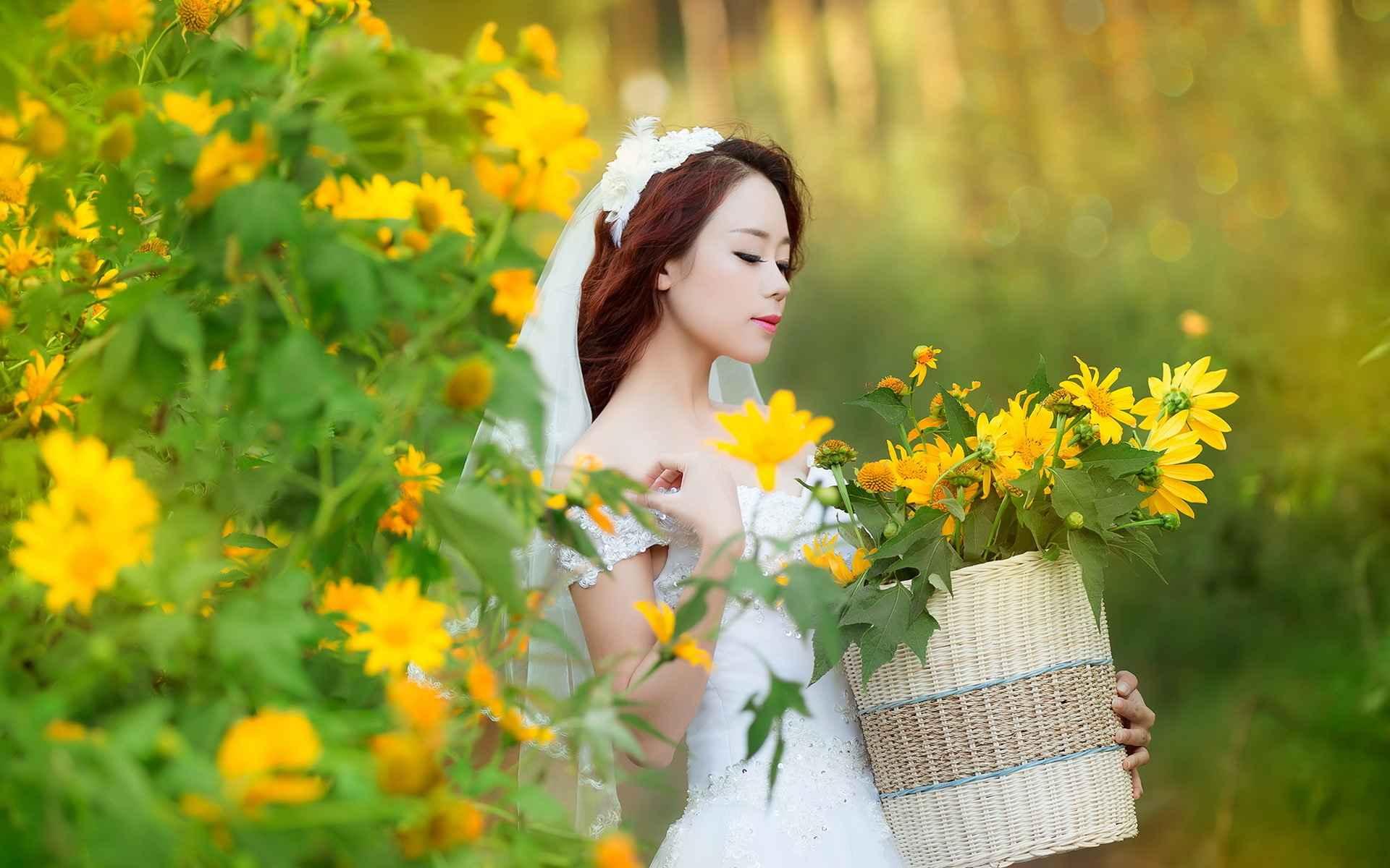 عکس عروس زیبای آسیایی با گل های زرد