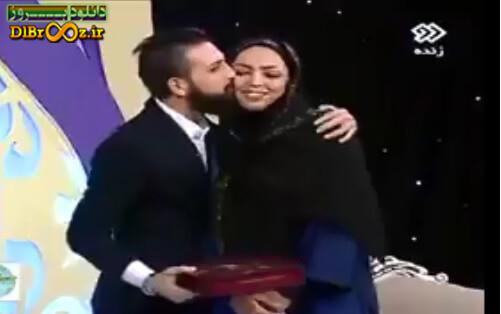 دانلود فیلم بوسیدن محسن افشانی در برنامه زنده شبکه دو
