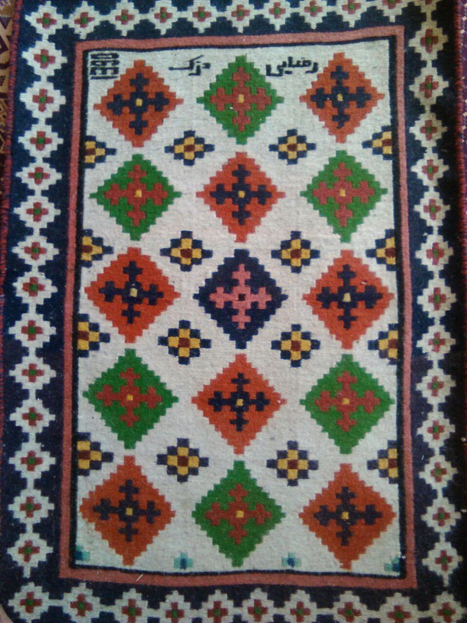 عکس از قالی و گلیم های بافته شده در روستای دزک