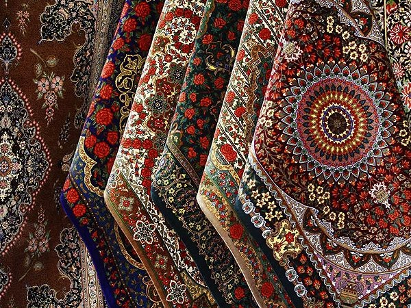 توصیه هایی برای خرید و  نگهداری فرش و تابلو فرش دستبافت