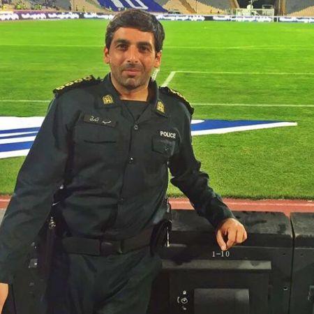 عکس حمید گودرزی در بازی استقلال با لباس نظامی