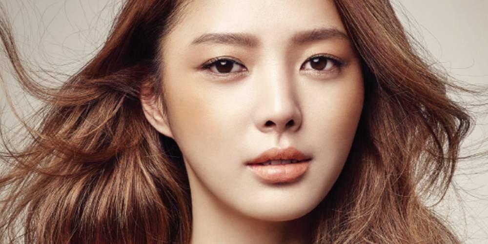 بازیگر uhm hyun kyung با یک کمپانی جدید قرارداد میبندد!
