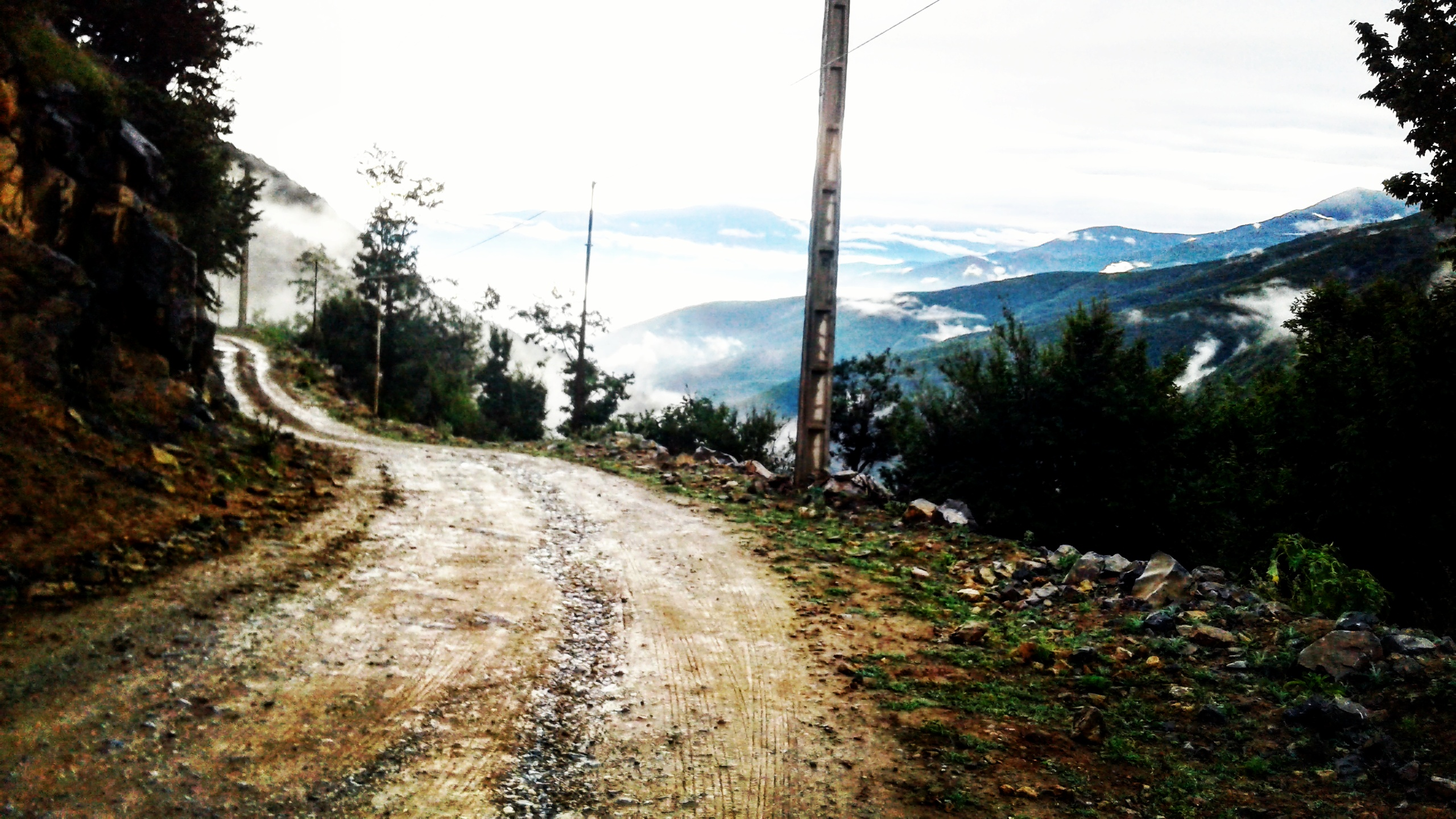 عکسی جدید و زیبا از پاییز۹۵ دهکده ی گلامره.ارتفاعات گلامره سفیدپوش شد