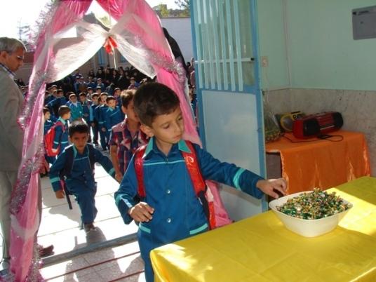جشن شکوفه ها در دبستان شهید آیت (دوره اول) بیرجند