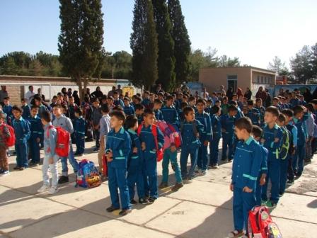 حضور دانش آموزان دبستان شهید آیت (دوره اول) بیرجند در اولین روز بازگشایی مدارس