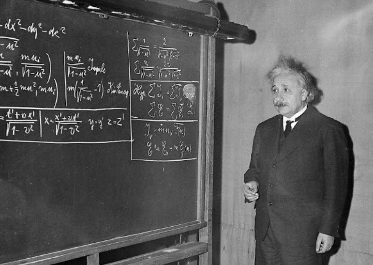 پروفسور آلبرت اینشتین