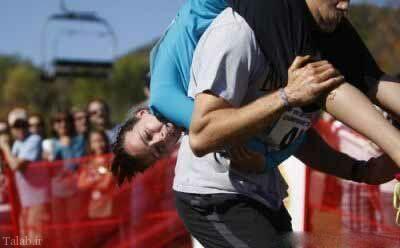 مسابقه جالب حمل همسر در آمریكا (+عکس)