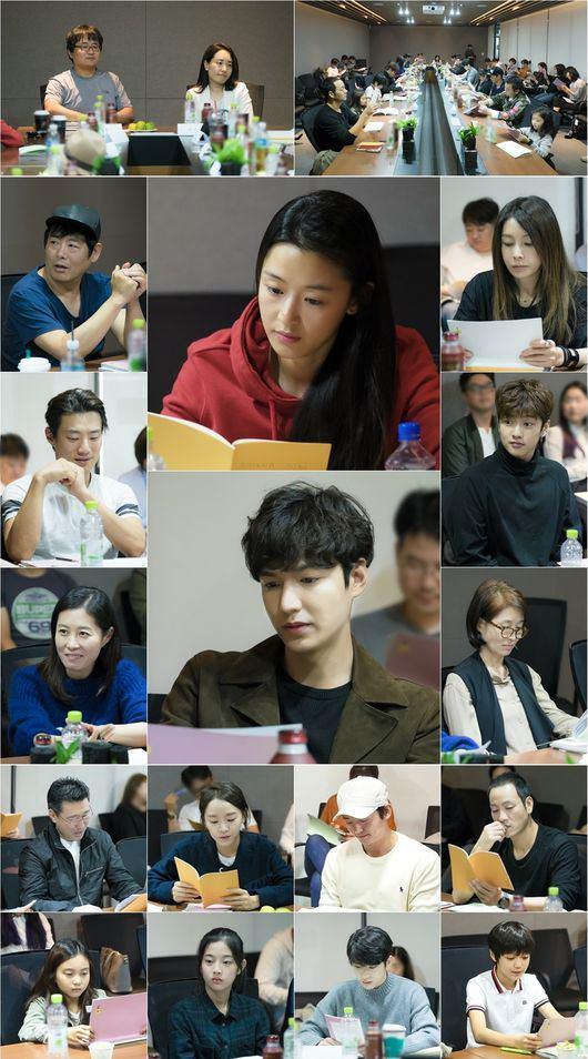 """📃اولین جلسه فیلمنامه خوانی سریال """" افسانه دریای آبی """" در 8 اکتبر برگذار شد .لی مین هو و جون جی هیون به نظر جدی میان💕👇🏻👇🏻"""