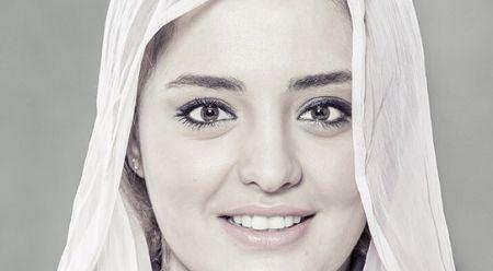 تبلیغ نرگس محمدی برای پزشک پوست و موهایش