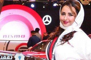 جنجال حضور مدل های جذاب و با حجاب در نمایشگاه خودرو در عربستان! عکس