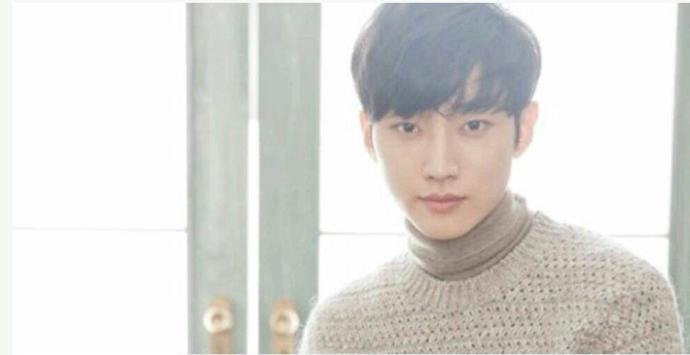 جین یونگ عضو B1A4 و بازیگر سریال مهتاب نقاشی شده ی ابرها درباره ی تجربه ی بازیگری ش توضیح داد👇🏼
