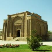 دانلود فایل بناهای سنتی گنبد علویان همدان