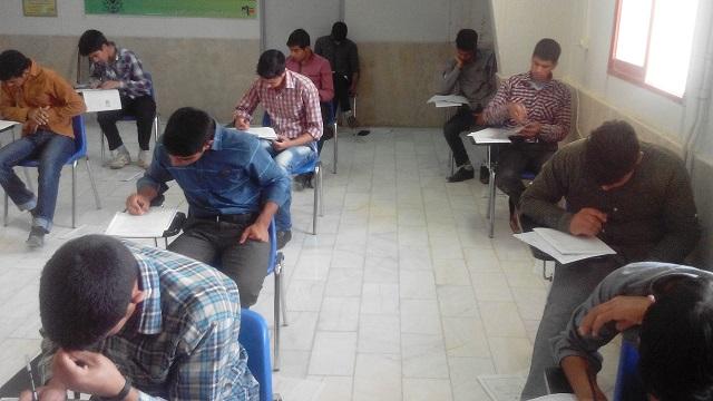 اولین آزمون جامع کانون در دانشگاه پیام نور حاجی آباد برگزار شد(94/3/1)