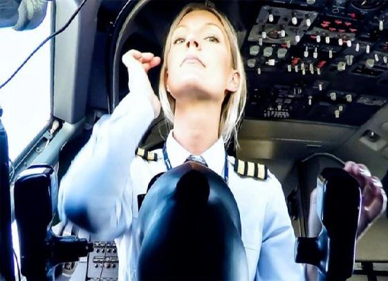 اندر حکایت تصاویر سلفی یک دختر خلبان