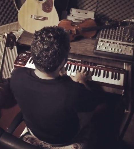 اجرای آهنگ سرباز در استودیو