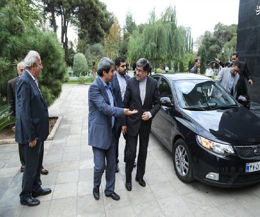 عکس:خودروی وزیر ارشاد سابق