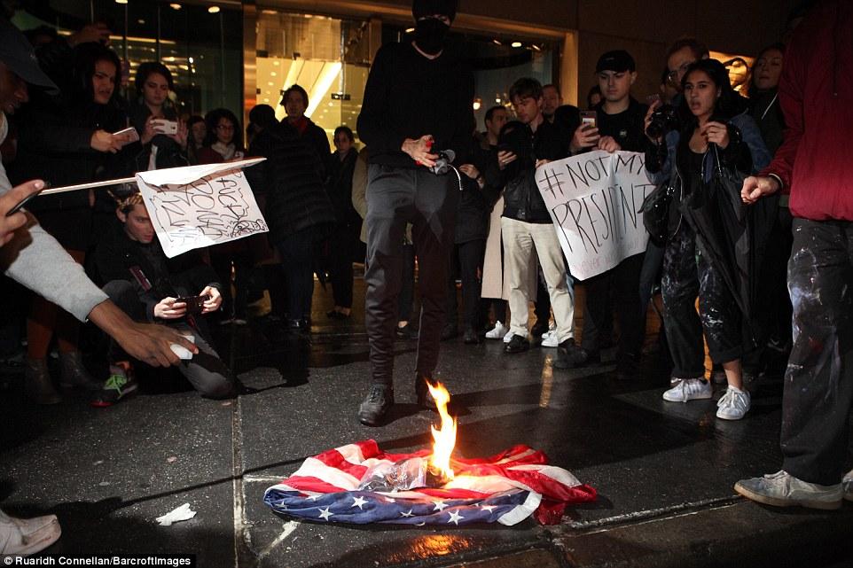 از تظاهرات گسترده در ایالت ها تا آتش زدن پرچم آمریکا و اسراییل + فیلم