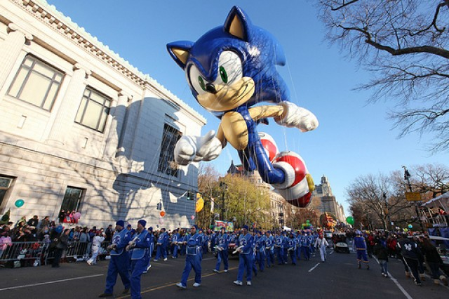 http://rozup.ir/view/1965222/sonic-the-hedgehog-macys-thanksgiving-day-parade-balloon-e1353526991437.jpg