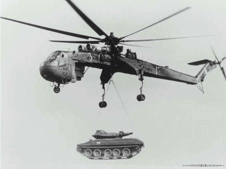 جا به جایی هوایی تانک شریدان با بالگرد CH-54