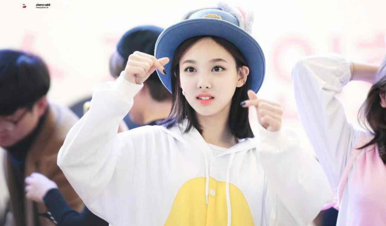 شایعات جراحی پلاستیک بینی #Nayeon رد شد.