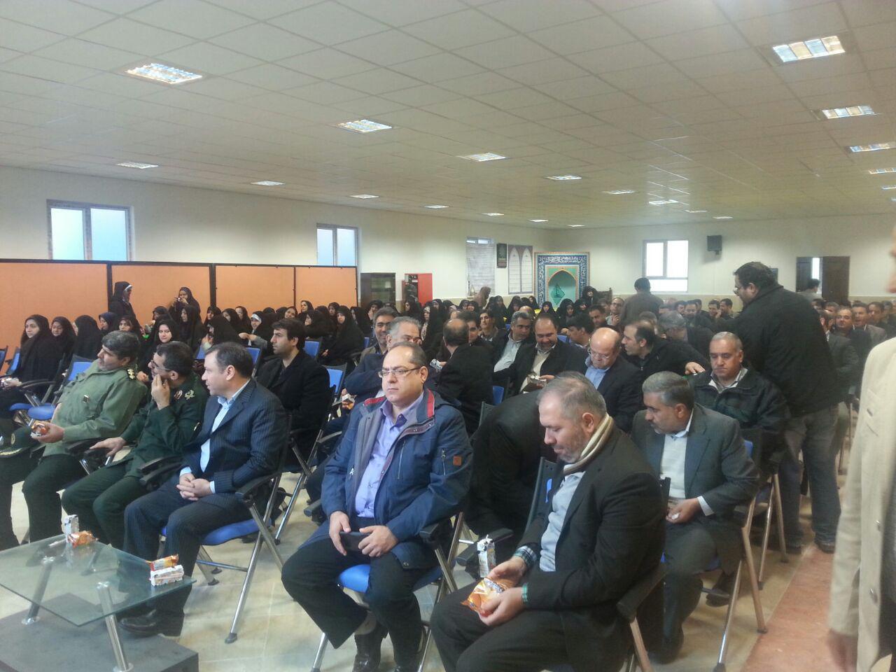 صبحگاه مشترک مدیران آموزش و پرورش منطقه 16 و بسیج برگزار شد.