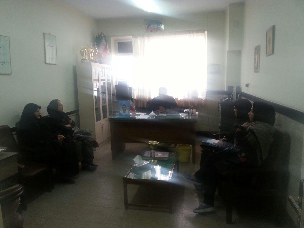 جلسه ی انجمن اولیای مدرسه با مدیریت دبیرستان شهدای صنف گردبافان برگزار شد
