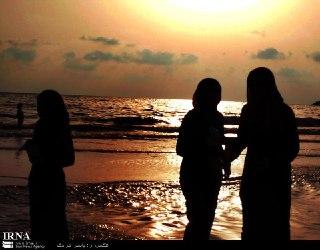 شنای دختران و زنان لبنانی در سواحل مدیترانه (عکس)