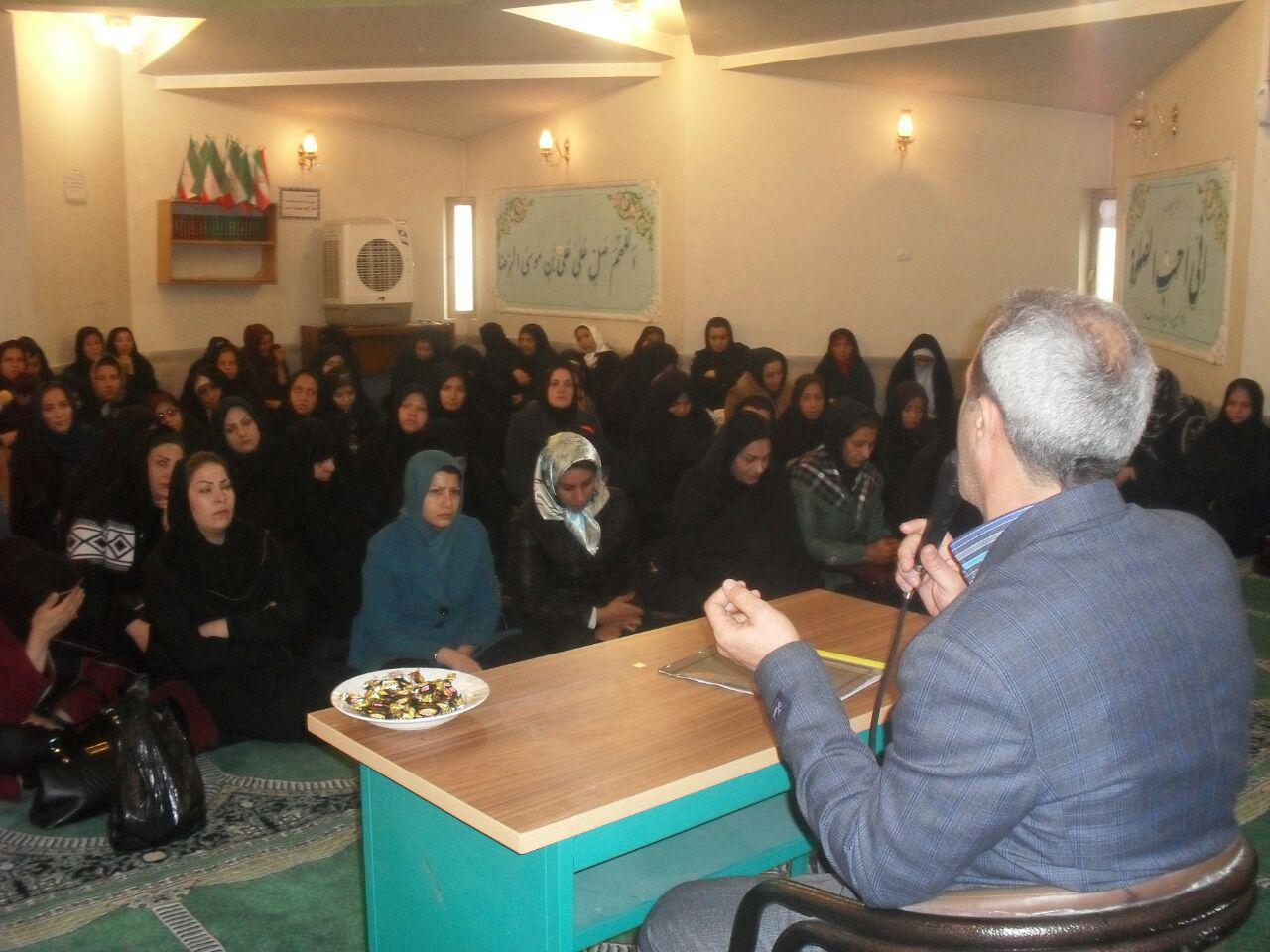 جلسه ی انجمن اولیا درنمازخانه ی دبیرستان شهدای صنف گردبافان برگزار شد.