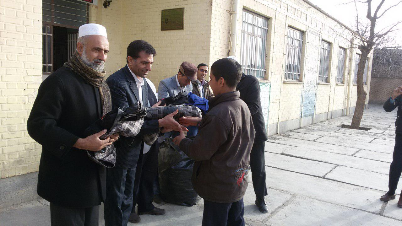 نمايش تبلور معلمي توسط معلم فداكار استان نسبت به دانش آموزان محروم