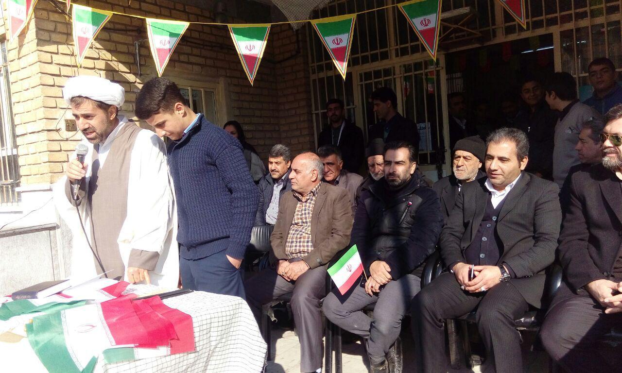 مراسم دوازده بهمن در دبیرستان شهدای صنف گردبافان برگزار شد.