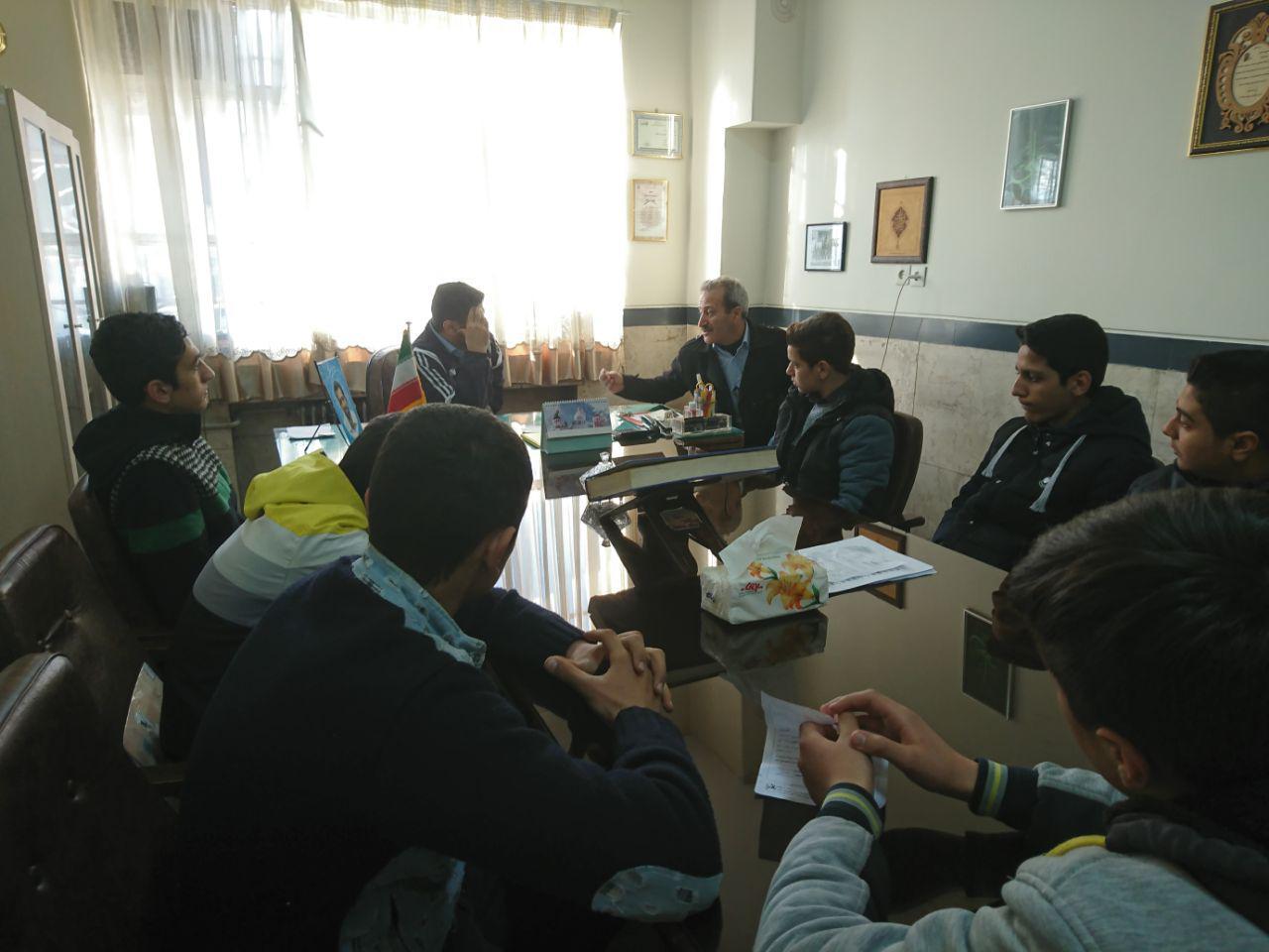 جلسه ی انتظامات با مدیریت و معاونت دبیرستان برگزار شد.