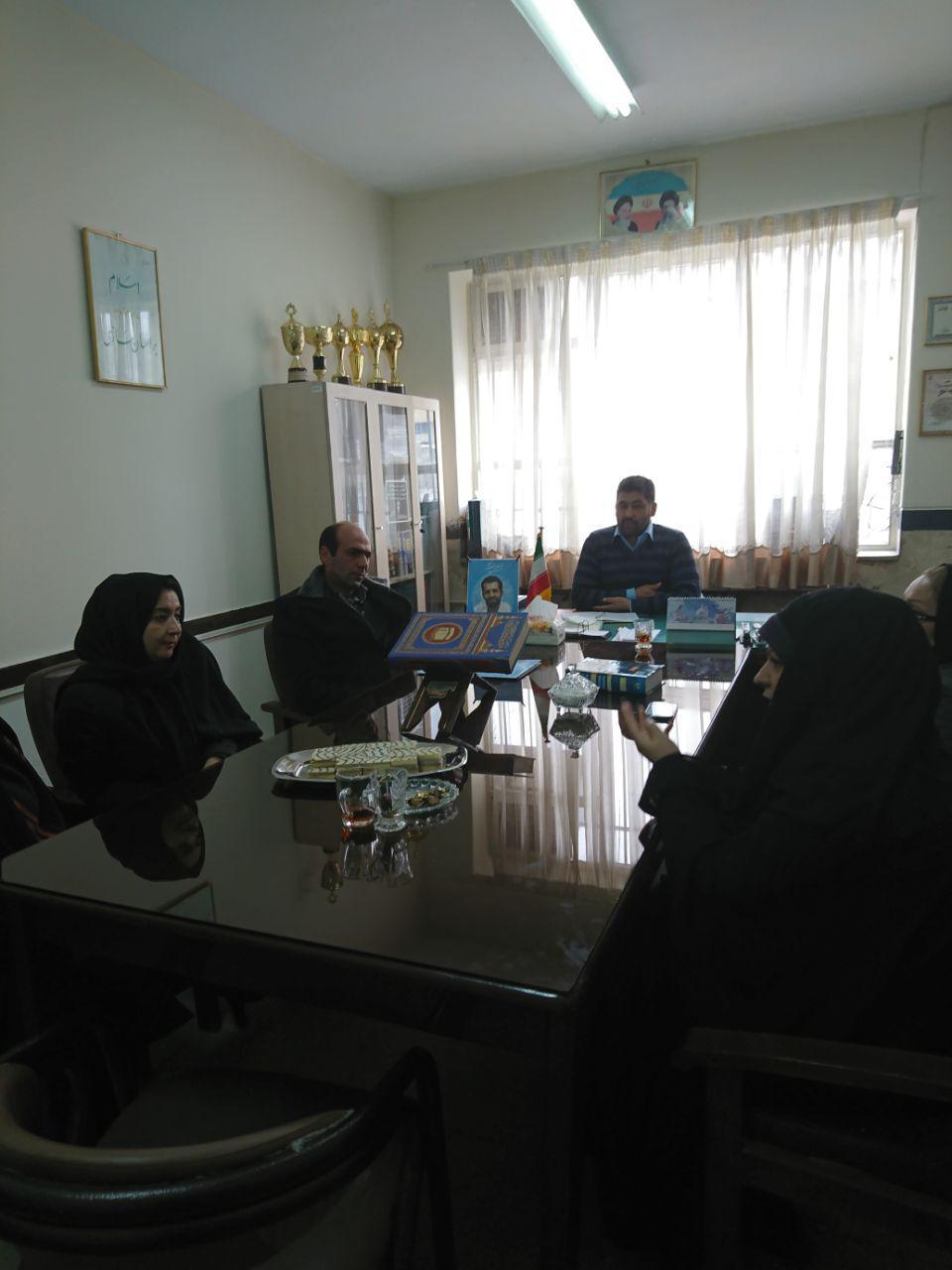 جلسه ی رسمی انجمن اولیا و مربیان در بهمن ماه 95 برگزار شد.