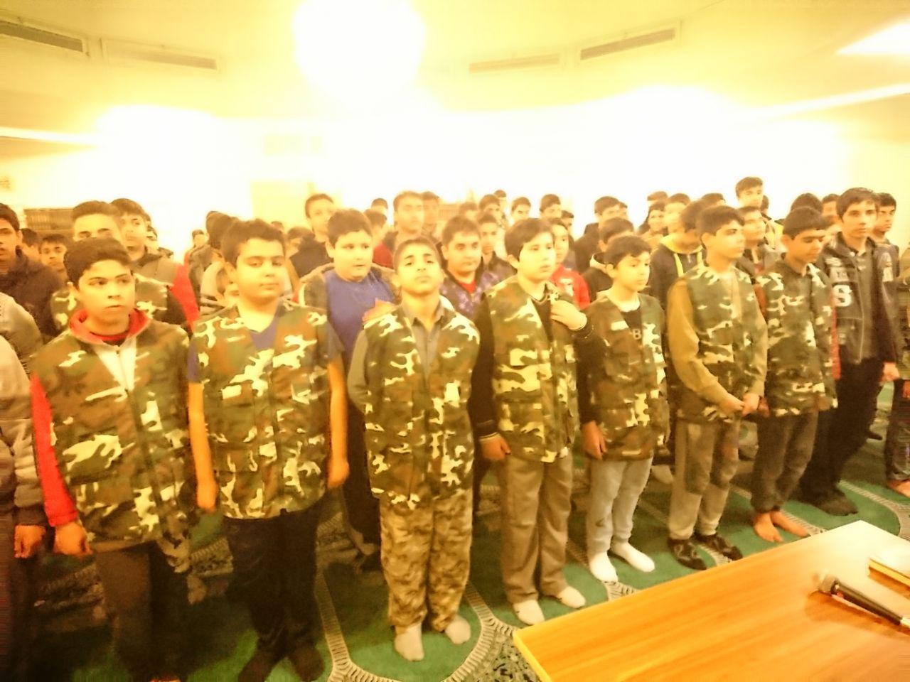 جلسه ی دوم سلاح شناسی و ستاره شناسی دبیرستان شهدای صنف گردبافان با همکاری بسیج برگزار شد.