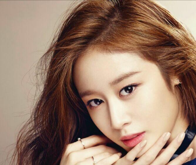 دوم فوریه #Jiyeon عضو #TARA از طریق قابلیت Live برنامه اینستاگرام با طرفداراش ارتباط برقرار کرد ،یک روزبعد
