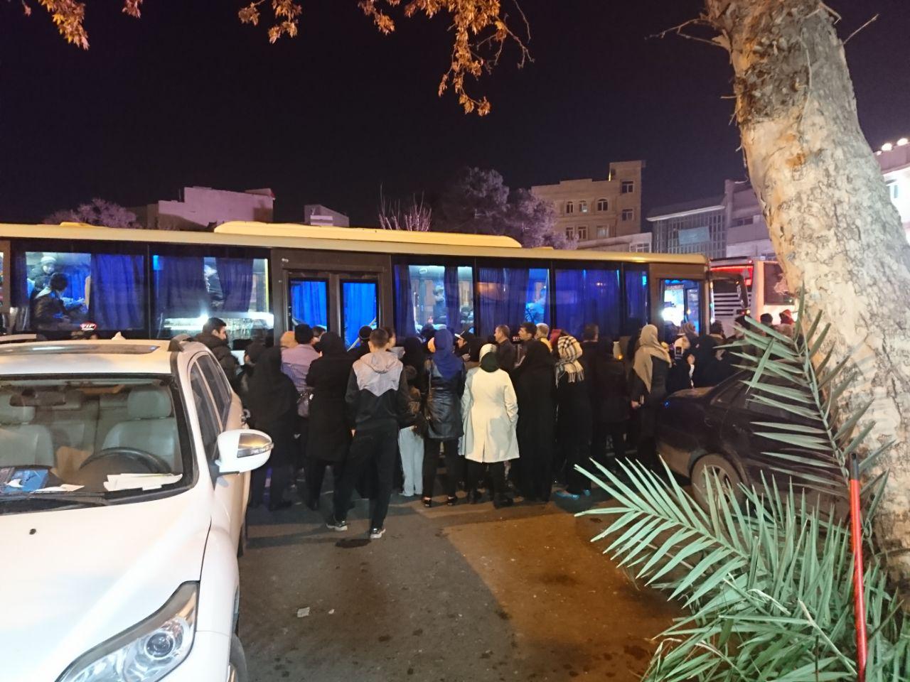 دانش آموزان دبیرستان شهدای صنف گردبافان به مشهد مقدس اعزام شدند.