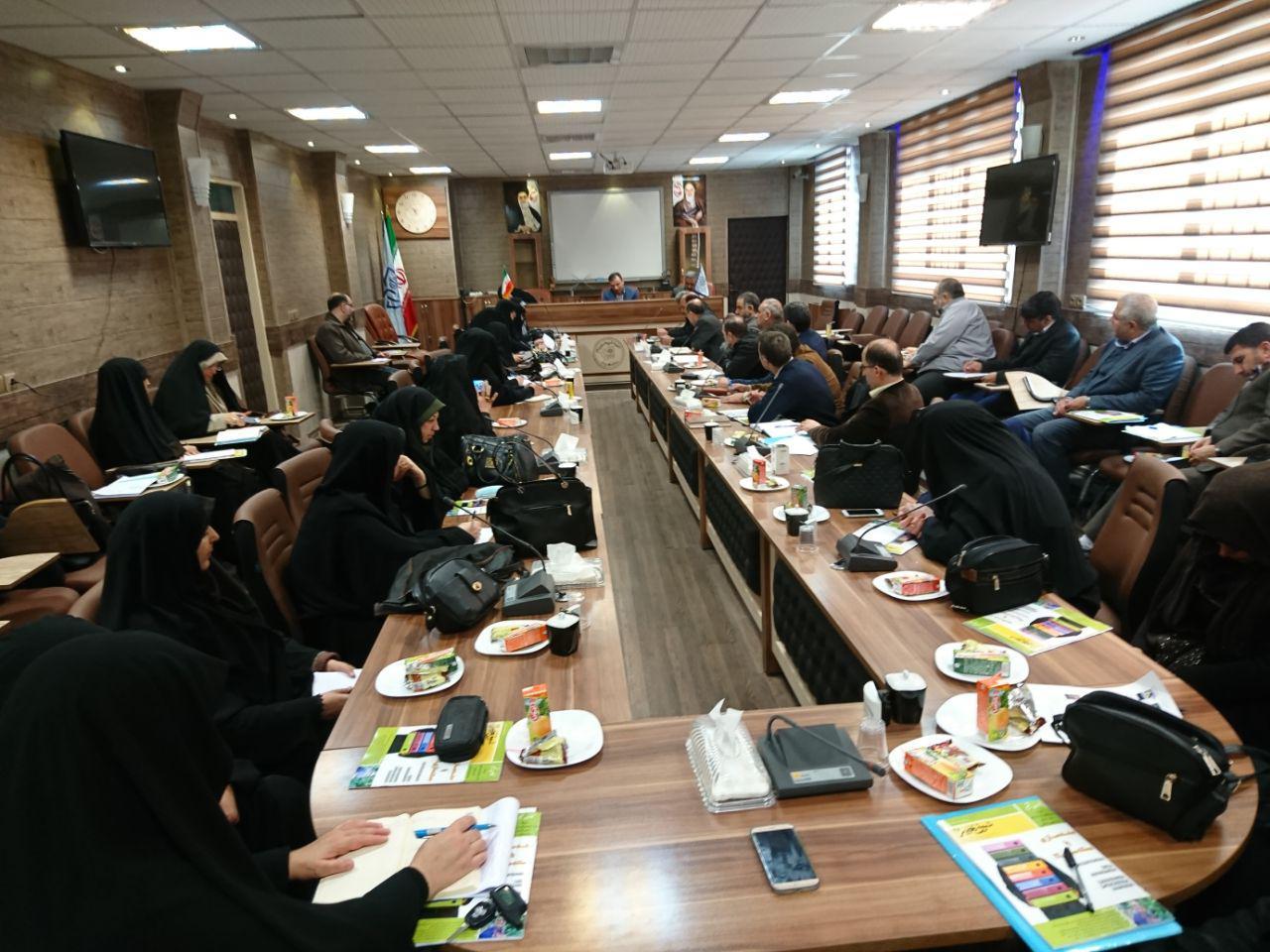 مدیریت دبیرستان در جلسه ی نظارت و ارزشیابی دبیران در سالن کنفرانس شهید بنایی زاده شرکت کردند.