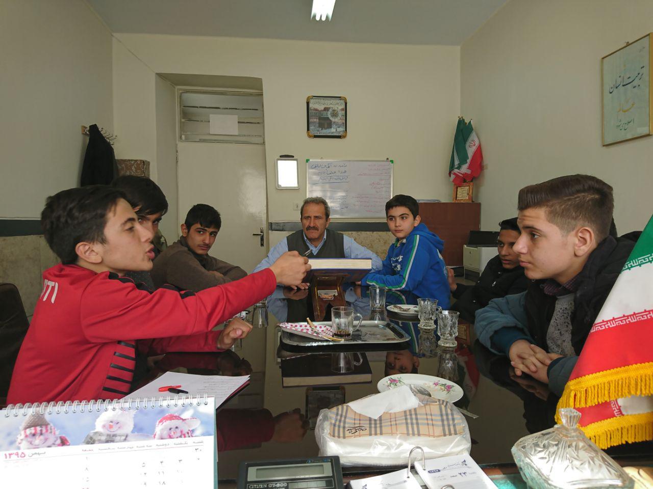 جلسه ی شهردار مدرسه و معاونین ایشان با حضور معاونت محترم دبرستان برگزار شد.
