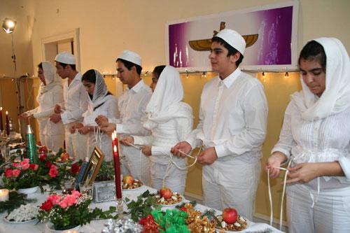سنگسار نوجوانان به خاطر نبستن شال در دین زرتشت