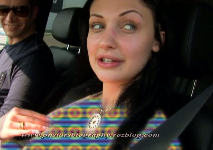 آلتا اوشن در حال رانندگی با شوهر برادر و پدرش